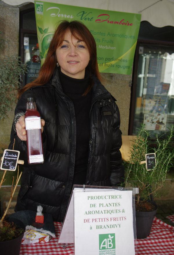 productrice-presentation-sirop-framboise web